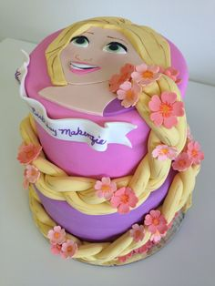 Blunier and Duis This would be perfect for Avery! Rapunzel cake - what fun hair! Rapunzel Torte, Bolo Rapunzel, Rapunzel Birthday Cake, Rapunzel Cake Ideas, Repunzel Tangled, Rapunzel Braid, Tangled Party, Princess Rapunzel, Princess Birthday