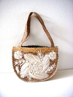 Vintage 50s Straw Purse with White Raffia Flowers and Sea Shells