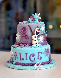 Frozen fondant cake Torta in pasta di zucchero Frozen #glutenfree #fondant #frozen #olaf #cakedesign
