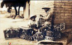 Fotos de Toluca, México, México: Vendedores de canastas  Circa 1945