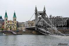 Elizabeth bridge and the Belvárosi Plébániatemplom (downtown church) History Photos, Budapest Hungary, Viera, Tower Bridge, Old Photos, World War, The Past, Street, Sissi
