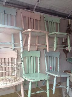 Pastel s-chic Sarah, you could paint chairs in your green and blue and shabby them, or allow them to shabby over time. Cocina Shabby Chic, Shabby Chic Kitchen, Shabby Chic Homes, Old Chairs, Vintage Chairs, Old Wooden Chairs, Swing Chairs, Hanging Chairs, Rocking Chairs