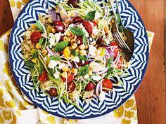 Quinoa-Salat steigert die Ausschüttung des Glückshormons Serotonin, hält lange satt und eignet sich prima zum Mitnehmen. Das Rezept zum Nachkochen!