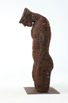 South Korean artist, Seo Young Deok creates beautifully accurate sculptures out of a single material, bicycle chain