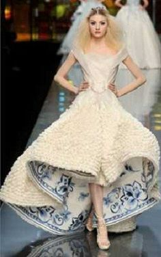 christian dior haute couture wedding dress with blue floral under print - would love to use this as inspiration for my tardis themed Halloween dress Christian Dior Couture, Dior Haute Couture, Style Couture, Couture Fashion, Dior Fashion, Fashion Weeks, Fashion Show, Fashion Design, Paris Fashion