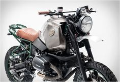 Our Friday custom motorbike crush comes from Italian Officine Sbrannetti. This spectacular build named Buldozzer, is based on a BMW R1100GS from 1999, the guys removed the original seat and switched to a new leather one, placed aluminum fenders, a