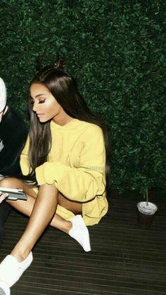 Ariana Grande Fotos, Ariana Grande Outfits, Adriana Grande, Images Esthétiques, Ariana Grande Wallpaper, Dangerous Woman, Photo Backgrounds, Lady Gaga, Beautiful People