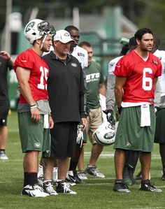 New York Jets head coach Rex Ryan is flanked by quarterbacks Tim Tebow (L) e56080125