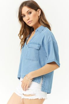 Forever 21 is the authority on fashion & the go-to retailer for the latest trends, styles & the hottest deals. Shop dresses, tops, tees, leggings & more! Chambray Top, Denim Top, Denim Shirt, Kimono Fashion, Fashion Dresses, Outfits Mujer, Stage Outfits, Blouses For Women, My Style