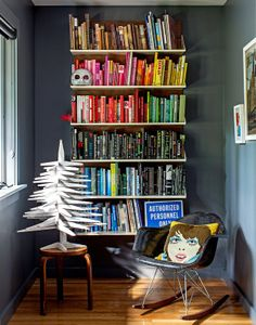 22 Bookcase Styling and Color Blocking My Living Room, Living Spaces, Bookcase Styling, Interior Decorating, Interior Design, Blog Deco, Wall Storage, Book Storage, My New Room
