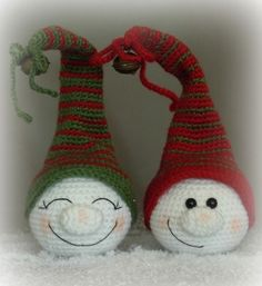 Crochet Christmas elf head ornaments. No pattern, but easy to figure out by looking at the photo. Great to do in different colors, pastels, team colors etc.