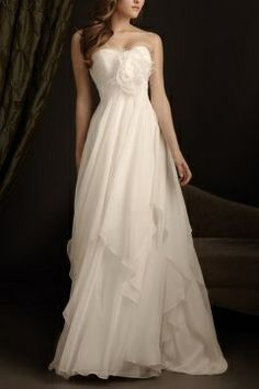 Robe de mariée à A-ligne décolletée en coeur en mousseline de soie ivoire ruchée avec fleur
