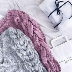 Шикарные свитера Татьяны не дают мне покоя  А новая коллекция... Это просто бомба  Вдохновение и стиль.. Все это @shaydullina_tanya   #шайдуллина_sfs2