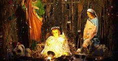 Ideas para vestirse como María, la madre de Jesús . María fue la madre de Jesús. La fe cristiana cree que María concibió a Jesús a través de la intervención divina, es decir, que fue fecundada por el Espíritu Santo mientras estaba desposada o comprometida con José. Más tarde se casó con José y viajó con él cuando estaba embarazada de Jesús a la ciudad de Belén, donde dio a luz. Para vestirte como ...