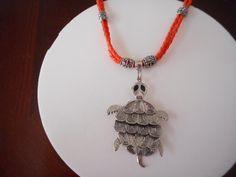 cuero naranja, cuero con tortuga, collar, cordon, cordon en cuero, collar para jovenes, collar para mujer, necklace de PekitasCreations en Etsy
