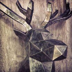 Sculpture Cerf Métal en papier - Paper Metal Stag/Deer Sculpture #paper #papier #papercut #pepakura #papercraft #design #sculpture #vector #lowpoly #polygon #stag  #deer #cerf #antlers