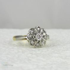Art Deco Diamond Cluster Ring, Flower Shaped Daisy Engagement Ring in Yellow Gold and Platinum, Circa 1940s.