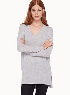 Exclusively from Contemporaine     Very comfortable and incredibly soft luxurious cashmere fibre   Loose, relaxed fit accentuated by side slits   Ribbed edging    The model is wearing size small