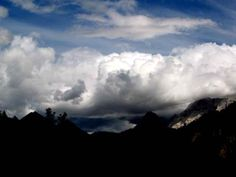 Nuvole e montagne