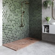 Rusty, the bathroom hero inspired by Aquaman - Bosnor Solid Surface, France Photos, Aquaman, Source Of Inspiration, Amazing Bathrooms, Living Spaces, Bathtub, Shower, Finesse