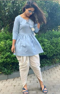 Hina Khan Hot HD Photos & Wallpapers for mobile Simple Kurti Designs, New Kurti Designs, Kurta Designs Women, Kurti Designs Party Wear, Blouse Designs, Lehenga Designs, Dress Designs, Frock Fashion, Indian Fashion Dresses