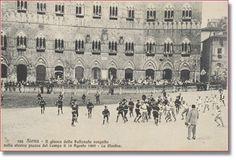 La Pallonata - Siena Duemila. Erano due squadre: S. Martino (rosso) e il terzo di città (bianco). il terzo di camollia aveva poche persone che venivano divise tra le altre due squadre. Prima della gara veniva fatta una  parata-danza, detta Chiaranzana.