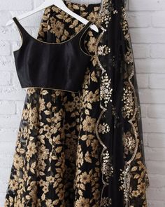 494 Likes 3 Comments Poppy Lane Toronto (Jessica Grinsteinner. Dress Indian Style, Indian Dresses, Indian Outfits, Indian Party Wear, Indian Wear, Black Lehenga, Lehnga Dress, Desi Wear, Indian Attire