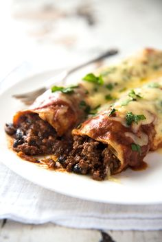 Close up of Beef Enchiladas with an extra tasty, saucy filling, smothered with a homemade Enchilada Sauce. Close up of Beef Enchiladas with an extra tasty, saucy filling, smothered with a homemade Enchilada Sauce. Homemade Enchilada Sauce, Enchilada Recipes, Meat Recipes, Mexican Food Recipes, Cooking Recipes, Best Beef Enchilada Recipe, Mexican Desserts, Homemade Sauce, Recipes Dinner