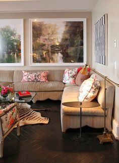 Use of banquette. Alessandra Branca :: Hearst Designer Visions Showhouse 2013 :: Italian touches include photograph of The Villa Borghese Gardens Living Room Inspiration, Interior Inspiration, Apartment Living, Duplex Apartment, Elle Decor, Decoration, Decor Styles, Living Spaces, Living Rooms