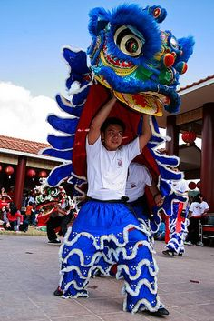 Chinese Lion Dance - Blue Lion by Peter Tsai Photography, via Flickr