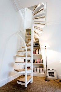Petit Escalier Blanc Escalier Colimaçon Bois, Escalier Design, Décoration  Combles, Escalier Blanc,