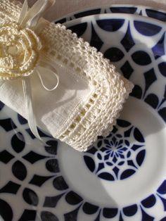 """CROCHET -handmade: Mantel y servilletas de lino y"""" crochet handmade"""" imprescindible estas Navidades Lana, Vintage, Pattern, Handmade, Ideas Para, Beautiful Things, Places, People, Room"""