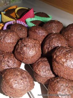 Healthy Choc Muffins-A cup and a half of green vegetables in this muffin mix.and this site has good OT stuff Choc Muffins, Mini Muffins, Veggie Muffins, Zucchini Muffins, Healthy Muffins, Zucchini Bites, Baby Food Recipes, Snack Recipes, Dessert Recipes