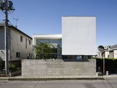 일본 주택, 스킵 플로어, 홈 오피스 디자인, 안마당, 중정, 전면 창, 모던 다이닝 룸, 미니멀 거실