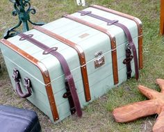 sorry, this will be the last of the old suitcases. can't resist.
