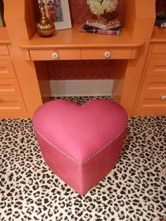 Leopard Carpet Pink Heart Shaped Seat 😻 I need the carpet and seat! Leopard Carpet, Orange Desks, Everything Pink, Cozy Cottage, Dream Decor, Decoration, Love Seat, Sweet Home, Interior Design