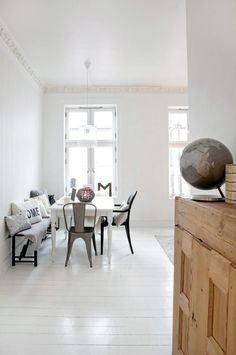 . Living Room Kitchen, Home Living Room, Painted Floors, Scandinavian Interior, Home Fashion, Interior Design Inspiration, Decoration, Home Furniture, House Design
