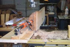 Updated Bandsaw Log Milling Sled-- don't need to unclamp log between cuts because of the track the clamp slides on Woodworking Bandsaw, Woodworking Workshop, Woodworking Projects, Bandsaw Projects, Wood Projects, Chainsaw Mill Plans, Bandsaw Mill, Diy Bar, Wood Tools