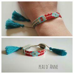 petite manchette en perles fines miyuki : Bracelet par peaud-anne couleur bleu rouge avec pompom bleu trop style