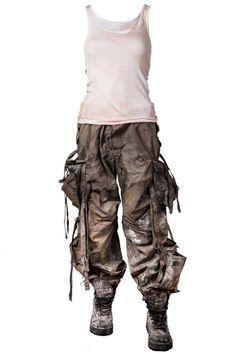 Distressing Costume for Post-Apocalyptic LARP | http://larp.guide/2015/10/distressing-costume-for-post-apocalyptic-larp/