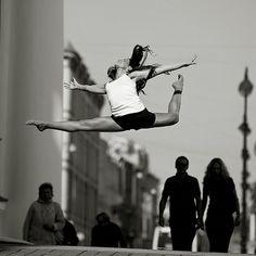 freedom, movement, danc photographi, street danc, photographi idea, inspir, senior pic, grace dancer, beauti
