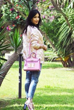 Bomber pink, rosa, varsity jacket, personalized bag, borsa personalizzata, sandali asos, what, denim bershka, outfit primavera 2016, spring,  high heels, ootd, look, moda 2016, fashion, trend chic - outfit fashion blogger Heels Allure by Marianna Farese