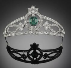 Art Deco emerald and diamond tiara set with an presumably Colombian, cabochon emerald and numerous old and rose-cut diamonds ct., mounted in platinum and silver. The tiara can also be used as a brooch clip and a bracelet. Royal Jewelry, Emerald Jewelry, Sea Glass Jewelry, Crystal Jewelry, Silver Jewelry, Art Deco Jewelry, Fine Jewelry, Jewelry Design, Antique Jewelry