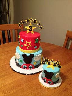 A fun little cake and smash cake combo for a boy's 3rd birthday party!  Mickey Mouse all the way, and it sure was fun making this cake.  I love how the smash cake matches so perfectly.