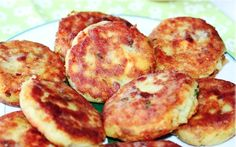 Galettes de pommes de terre au thon farcies au kiri referment un coeur de fromage fondu. Elles feront le bonheur des enfants mais aussi des adultes