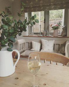 """459 Likes, 29 Comments - Nicky Keen (@joy_interiors) on Instagram: """"Wine o'clock...hooray! Happy Friday ❤️ #joyinteriors #interiordesign #happyfriday #happyweekend…"""""""