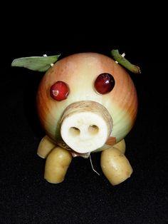 Vegetable Sculpture: Onion Pig  Kitchen Window - Knife Fest 2009.  www.kitchenwindow.com