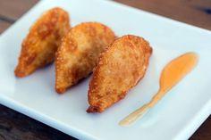 Pastelzinho de camarão com molho de tangerina| Menu Geribá [ Arte Búzios Gastronomia ]