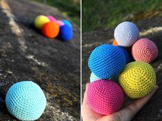 tuto balles au crochet Crochet Garland, Crochet Ball, Crochet Diy, Crochet Amigurumi, Crochet For Kids, Crochet Pokemon, Crochet Projects, Hand Knitting, Creations