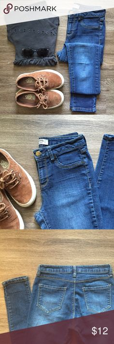 D. JEANS NEW YORK Skinny Jeans! D. JEANS NEW YORK Skinny Jeans!                                    • Size 4                                                                                   • Like New d. jeans Jeans Skinny